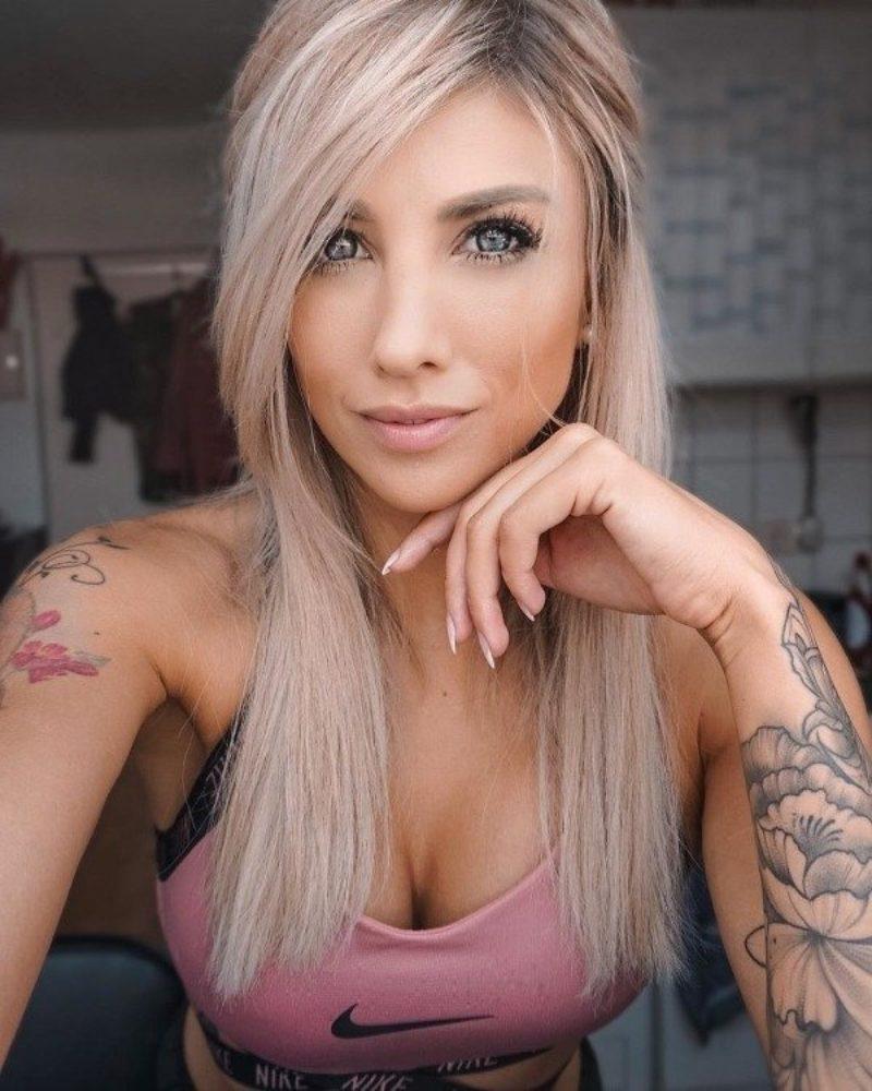 Een Verzameling Vrouwen Met Tattoos 17